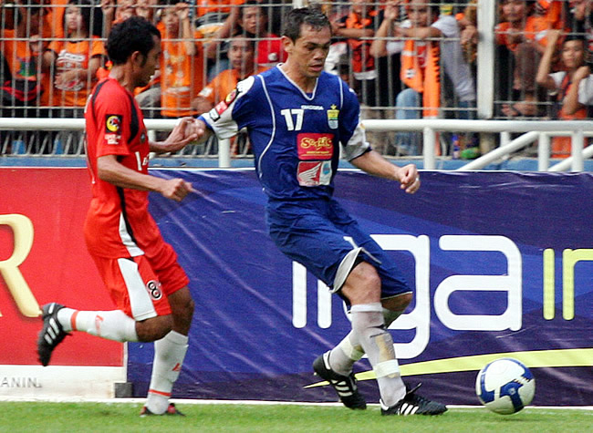 rene martinez (kanan) - goal.com