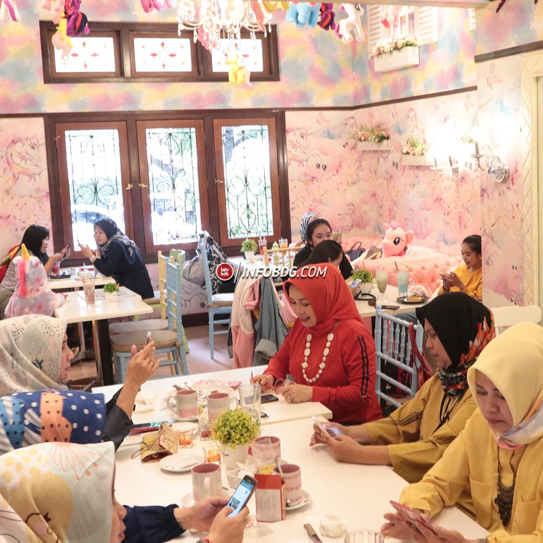 Love Uniqorn Selfie Cafe Hadir Di Bandung