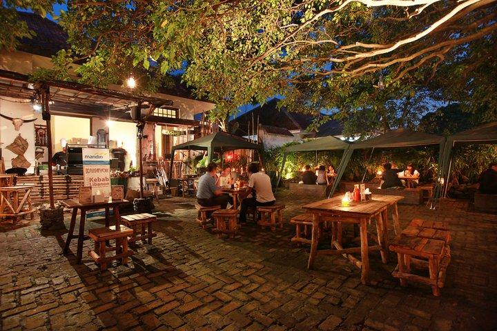 10 Tempat Makan Dengan Konsep Unik Di Bandung Infobdg Com