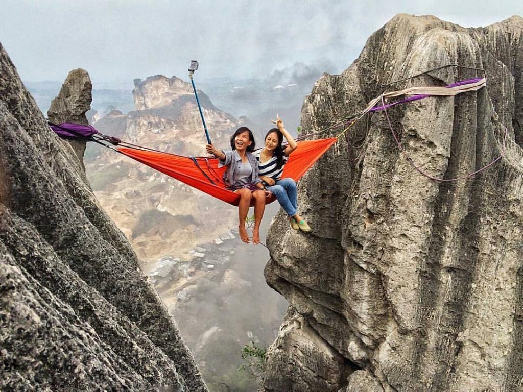 Tantang Nyali Dengan Hammocking Di Tebing Masigit